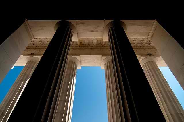 säulen_sicherheit_pixabay