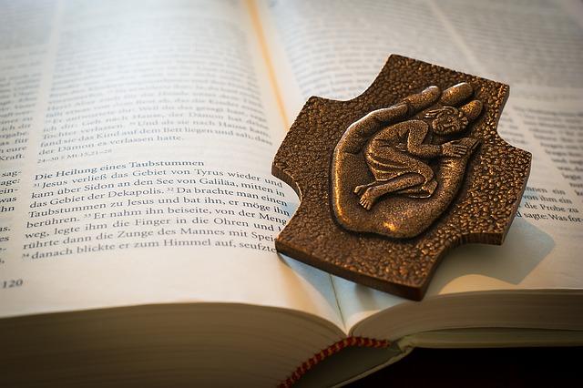 bible-1058296_640