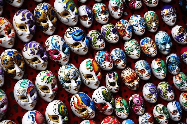 masks-1559215_640